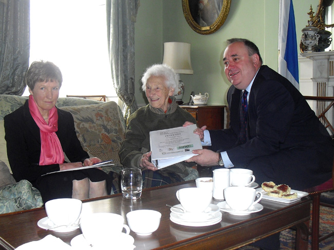 Rhona Weir, Pat Wells meet Alex Salmond